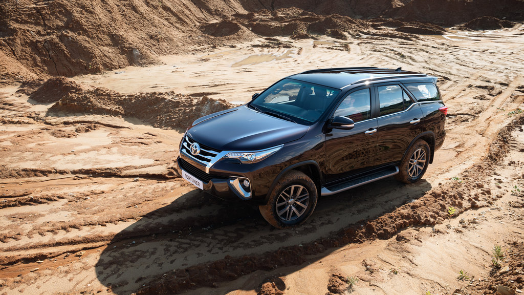 Toyota Fortuner (AN160)